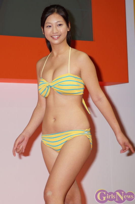 佐山彩香 東京ゲームショウ2012でキュートな水着姿を披露!