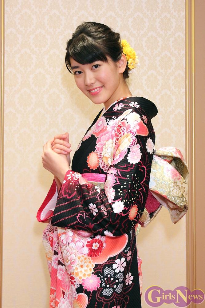 小澤奈々花 「黒の着物は大人っぽすぎるかな?」