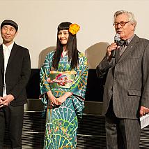 第65回ベルリン国際映画祭に参加した橋本愛(中央)