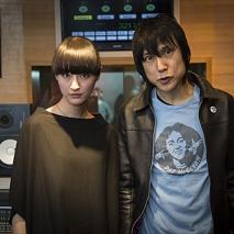 シシド・カフカ(左)・甲本ヒロト(右)