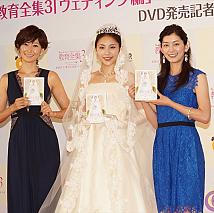 左から田丸麻紀・水沢エレナ・佐藤藍子