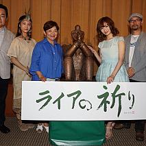 左から黒川浩行監督、水嶋仁美、藤田弓子、武田梨奈、森沢明夫(原作)