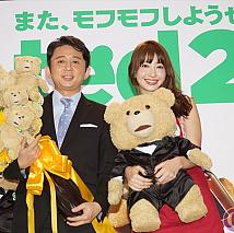 有吉弘行(左)・小嶋陽菜(右)