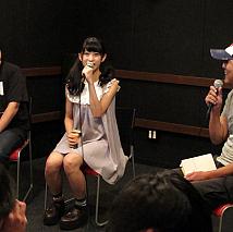 田中紘治氏(左)、柳沢あやの(中)、山村哲也氏(右)