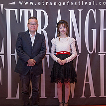 中田秀夫監督(左)、島崎遥香(右)