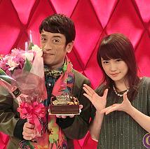 クリス松村(左)と川栄李奈(右)