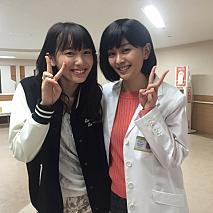 飯豊まりえ(左)・石橋杏奈(右)