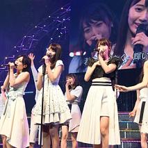『AKB48 グループリクエストアワー セットリストベスト 100 2016』より。中央が宮脇。(C)AKS