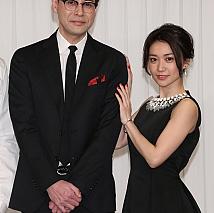 鈴木浩介(左) 大島優子(右)