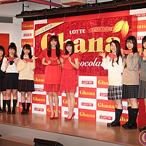 松井愛莉(中央左)・広瀬すず(中央右)