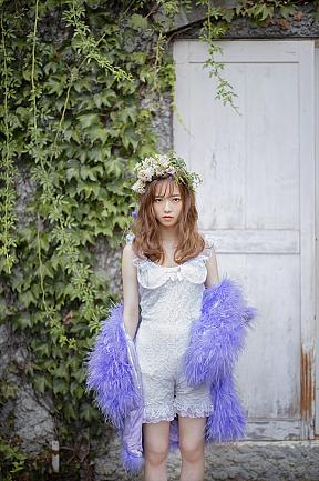 島崎遥香 ファッションフォトブック「ぱるるのすべて(仮)」より (C)主婦と生活社