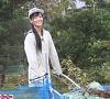 収穫した芋を運ぶ田﨑