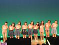 ステージでイベントのテーマ『キャベツ白書~春編~』を歌った、つばきファクトリー。