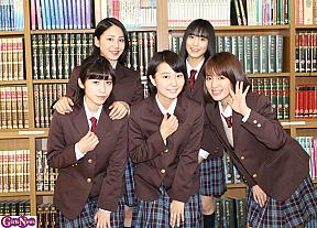 (後列左から)吉川友、田﨑あさひ、(前列左から)仙石みなみ、新井愛瞳、関根梓