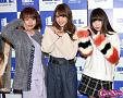 左から荻野可鈴・志田友美・京佳