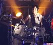 一曲目でドラム演奏し、場内を驚かせた田﨑あさひ。