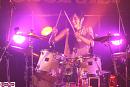 ドラム演奏の際にも楽しそうな田﨑。
