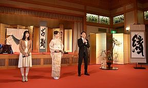 映画『古都』 京都プレミアイベントより(左端が新山さん)
