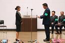 岩佐美咲(左)