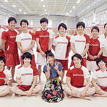 足立佳奈と「コナミスポーツ」体操競技部のメンバー
