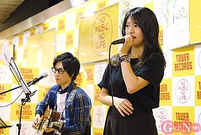 竹内美宥(右)