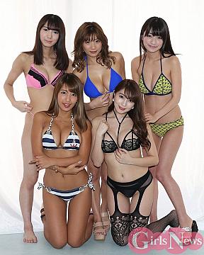 後列左から上村みやび・葉月あや・☆HOSHINO、前列左から橋本梨菜・森咲智美