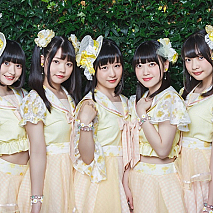Shine Fine Movement(左から: 橘莉子、朝比奈るう、羽深芽生、橘咲希、橘南桜)