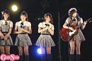 AKB48 チーム8ステージより。長 久玲奈(右端)