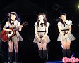 AKB48 チーム8ステージより。長 久玲奈(左端)