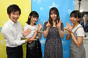 『開運音楽堂』より。左から、TBS 杉山真也アナウンサー、白岡今日花、藤江れいな、聞間彩