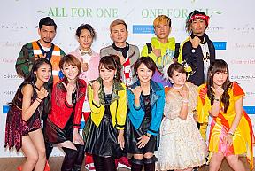 (前列左から)和田彩花、吉澤ひとみ、保田圭、市井紗耶香、矢口真里、譜久村聖 (後列)DA PUMP