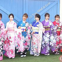 R・I・P GIRLS(左から☆HOSHINO・仲村美海・橋本梨菜・犬童美乃梨・森咲智美・葉月あや・薄井しお里)