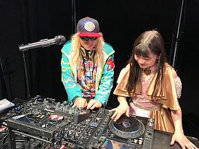 DJ KOO、新井ひとみ