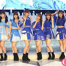 愛乙女☆DOLL。(左から)佐倉みき、日向春菜、佐野友里子、太田里織菜、前田美咲、星凪桃佳