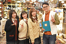 『ハロプロ!TOKYO 散歩』「谷中編」より。(左から)山岸理子(つばきファクトリー)、宮本佳林、譜久村聖、土屋伸之(ナイツ)