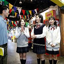 (左から)ナイツ土屋、森戸知沙希(モーニング娘。'20)、一岡伶奈、島倉りか(以上、BEYOOOOONDS)
