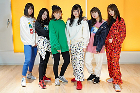 SKE48 (左から)井田玲音名、 杉山愛佳、 斉藤真木子、 上村亜柚香、 山内鈴蘭、 松本慈子
