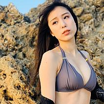 小嶋菜月ファースト写真集『soco soco (ソコソコ)』より