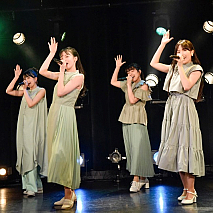 @ onefive (左から)GUMI / SOYO / KANO / MOMO