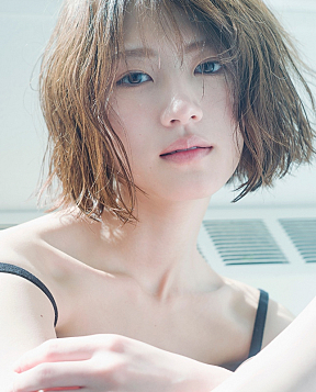 「若月佑美 2nd 写真集」通常版表紙